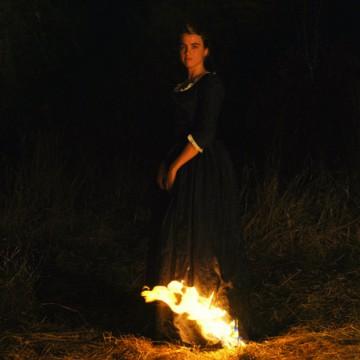 Portrait einer jungen Frau in Flammen