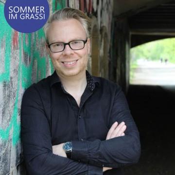 """SOMMER IM GRASSI: Marcus Mötz satirischer Leseabend zum Debütroman """"Von einem, der sich auszog"""""""